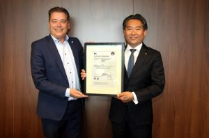 Dave Hagenaars, Managing Director of BSI Group, The Netherlands B.V., presents Takahiro Sato, President of KYOCERA Document Solutions Europe B.V, with the company's ISO 27001 certificate.