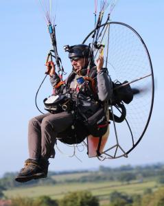 Simon Walker flying a Parajet paramotorduring the icarus X UK (photo: Clive Mason)